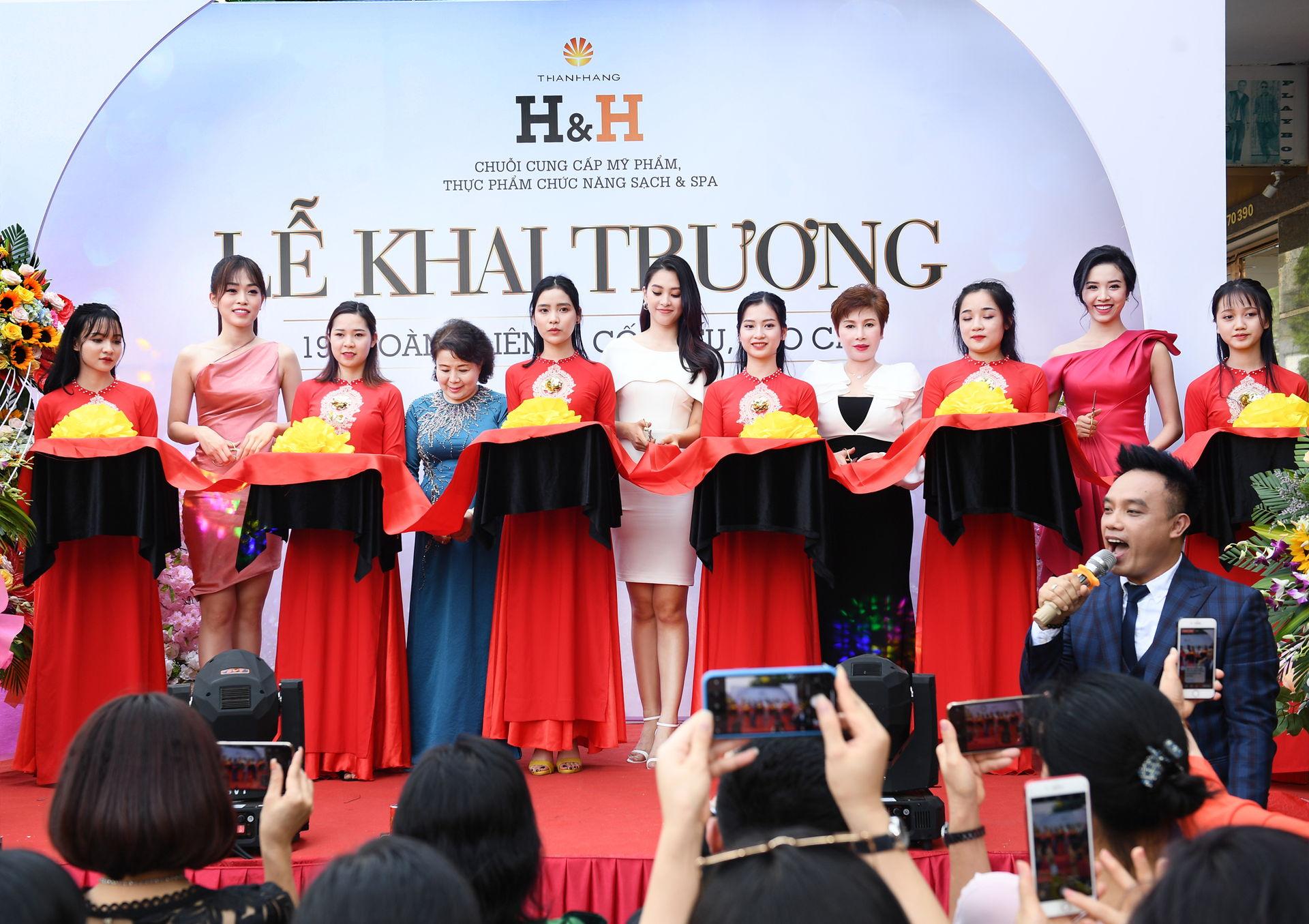 https://www.hnhmedi.com/Tưng bừng khai trương trung tâm thứ 7, H&H Lào Cai đón hơn 3,000 lượt khách chỉ trong ngày đầu khai trương.