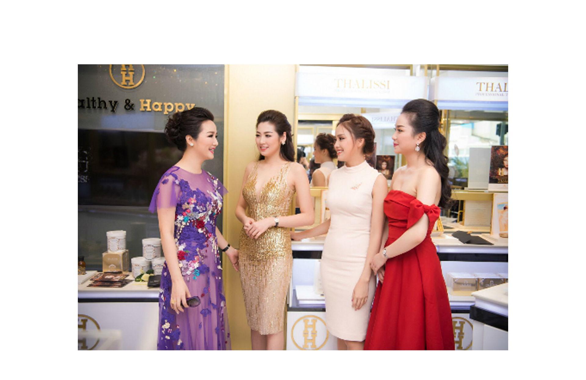 https://www.hnhmedi.com/Tóc Tiên, Tú Anh diện váy sexy, khoe ngực đầy